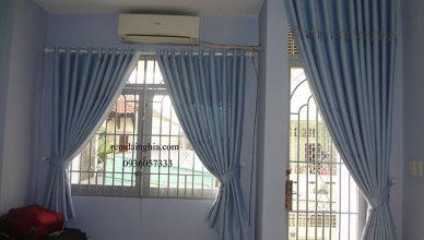 Rèm cửa màu xanh dương cho người mênh Mộc